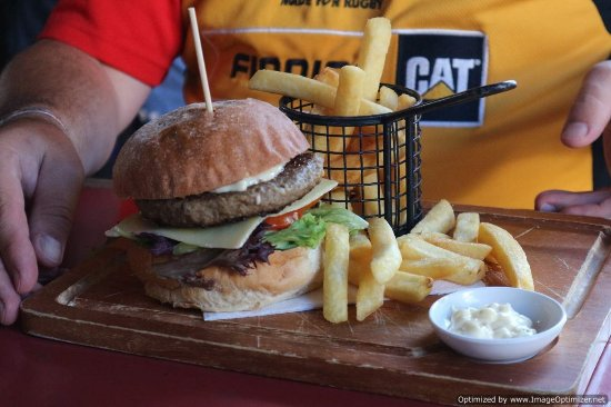 Hero of Waterloo Hotel: burger a disappointment, you can see it looks grey