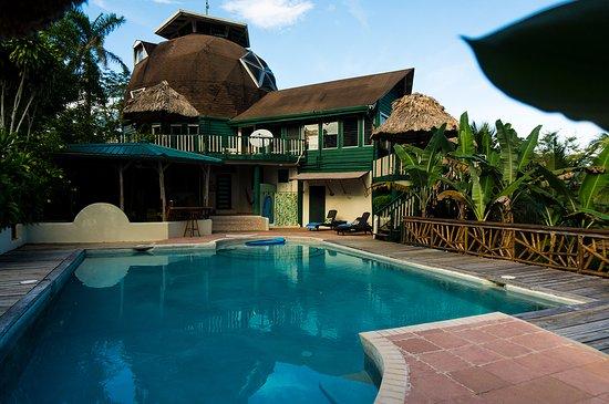 Belmopan, Belize: View of pool & Lodge.