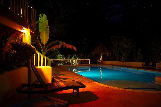 Belmopan, Belize: Pool at night !