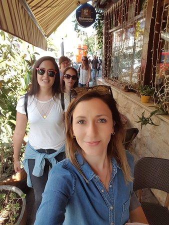 יאללה באסטה: רחובות נצרת בדרך לאכול עראייס מקומי