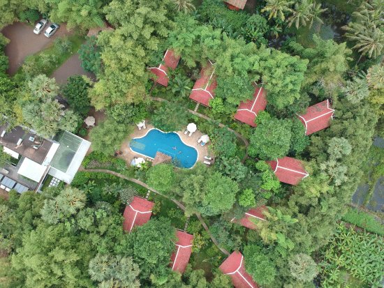 Sojourn Boutique Villas: shy view