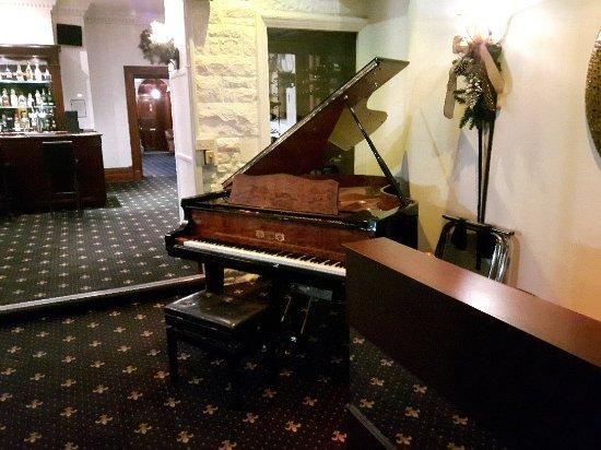 Bron Eifion Country House Hotel: 20171112_210902_large.jpg