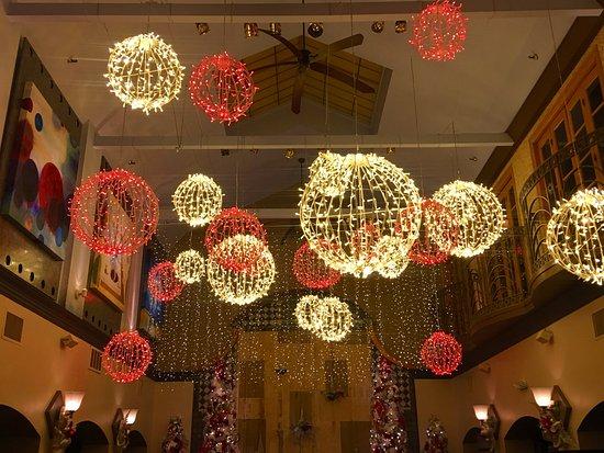 Cranston, RI: Christmas Decor