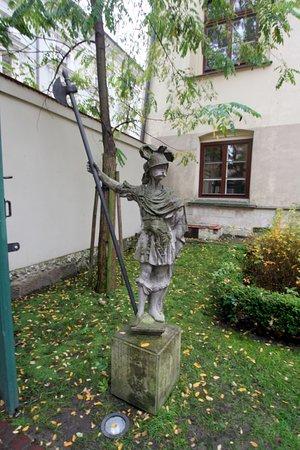 Jagiellonian University - Collegium Maius: Скульптура в саду