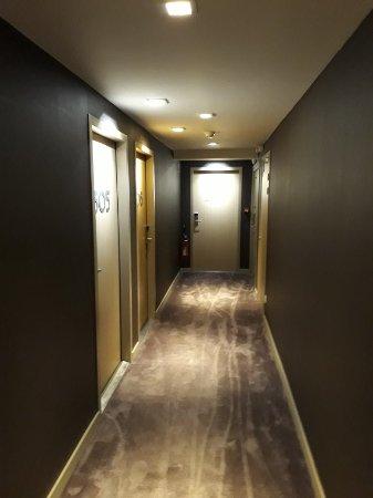 Best Western Premier Why Hotel: Vue de l'hôtel ainsi que la terrasse de la suite junior 507