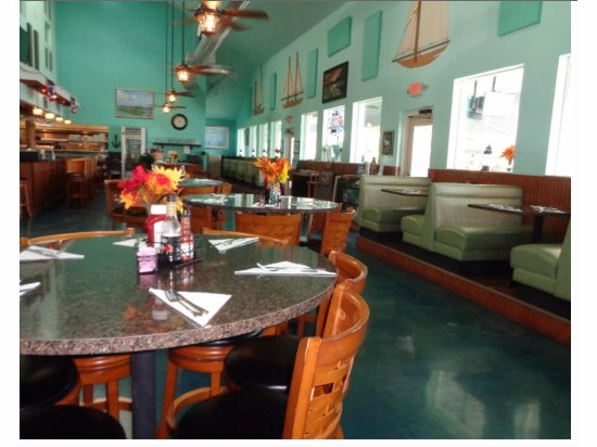 Seagrass Pub and Grill: Inside Dining Room