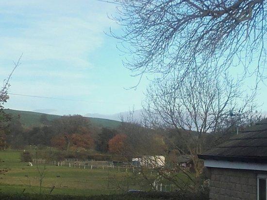 Addingham, UK: Beacon cottage view_large.jpg