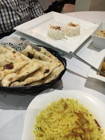 Pevensey, UK: Great naan bread, lemon rice, Sag Aloo and Lamb Rogan