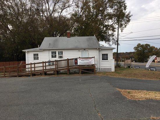 Fredericksburg, VA: outside buidling
