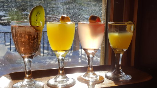 Fernie, Kanada: Mimosa flights with 12 flavours to choose from!