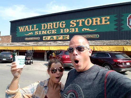 Free cup-o-water at Wall Drug! Stay thirsty, my friends!