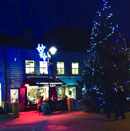Hebden Bridge, UK: Its beginning to look a lot like Christmas at Valentine's...........