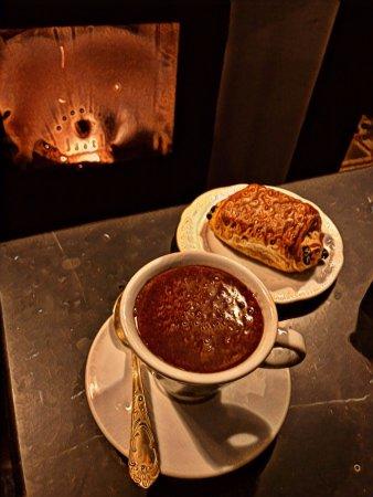 Bossolasco, Italy: Cioccolata davanti al camino