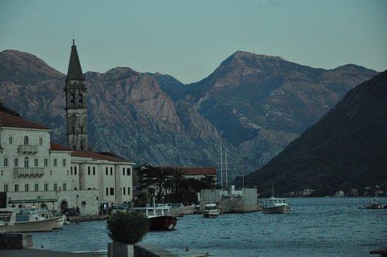 Conte Hotel Restaurant: Widok na Perast