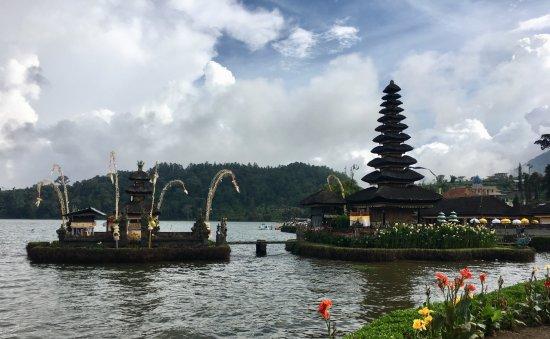 Candidasa, อินโดนีเซีย: Ulun Danu - Lake Bratan