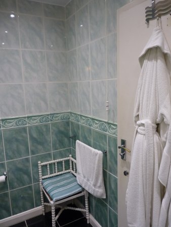 Summerfields House: Large, private bathroom right in front of your room.
