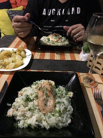 Paracuru, CE: Risoto de camarão com kiwi. Uma delicia. O risoto vem bem al dente, eu amei!!!