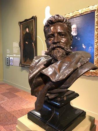 Galería Nacional de Hungría: Statue