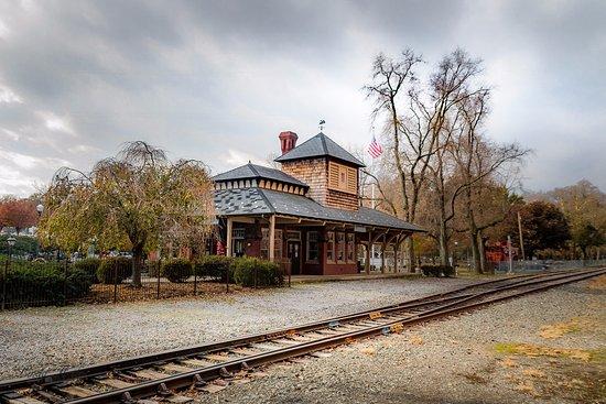 Lititz Springs Park : Old train station/visitors Center