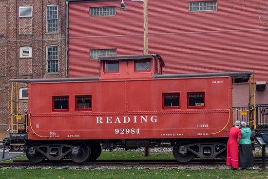 Lititz Springs Park : Old RR car