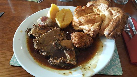 Llansantffraid-ym-Mechain, UK: Roast Beef Sunday Lunch