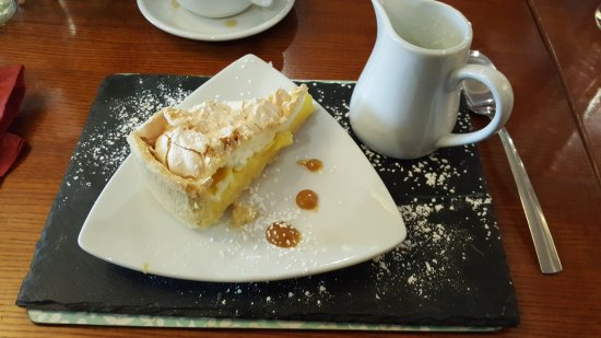 The Lion Hotel: Lemon Merangue pie