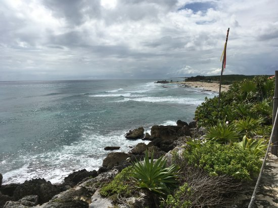 Coconuts Bar and Grill : View to right from outlook and far table