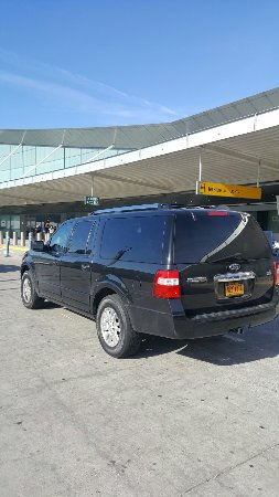 Uniondale, NY: Taxi service in Garden City near the Roosevelt Field Mall