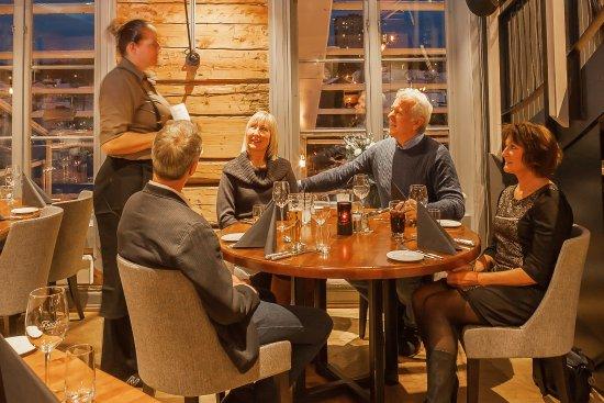 Porsgrunn, Norge: Nyt kvelden med gode venner På Becks Osebro