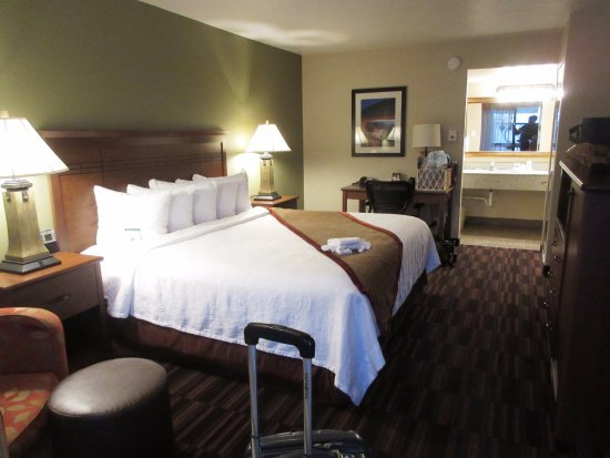 Best Western Town & Country Inn: clean & comfortable