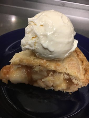 Middleboro, MA: Fresh Baked Apple Pie a la mode