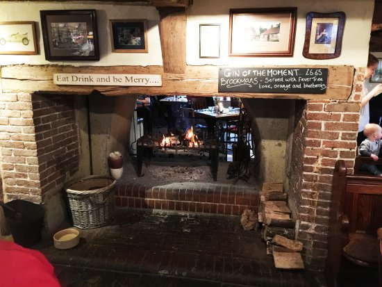 Bolney, UK: The bar with open fire