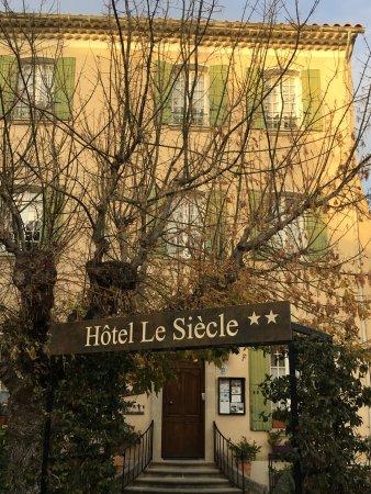 Hotel Le Siecle: Devant l'hôtel