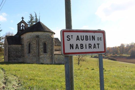 Saint-Aubin-de-Nabirat, ฝรั่งเศส: L'adorable petite église du village.