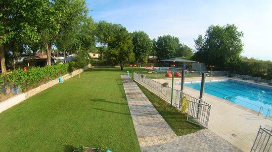 Piscina de adultos picture of camping bungalow park arco iris villaviciosa de odon tripadvisor - Piscina villaviciosa de odon ...