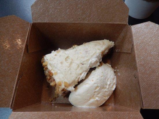 Langley, Вашингтон: $10.00 Carrot Cake