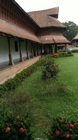 Puthenmalika (Kuthiramalika) Palace: Территория
