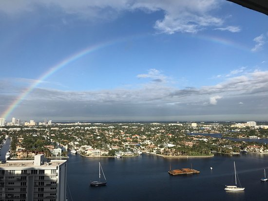 Marriott's BeachPlace Towers: View from 16th floor - intercoastal view