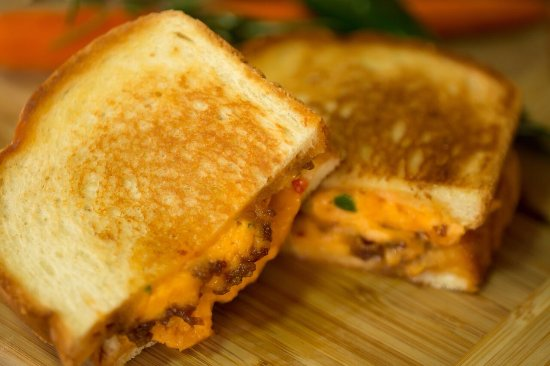 Portsmouth, VA: Pimento Grilled Cheese with Bacon Jam!