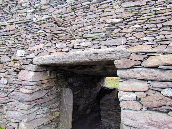 Cahergall Fort: Reconstructed Lintel at entry of fort
