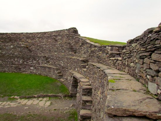 Cahergall Fort: Interior staircases and drystone walls of fort