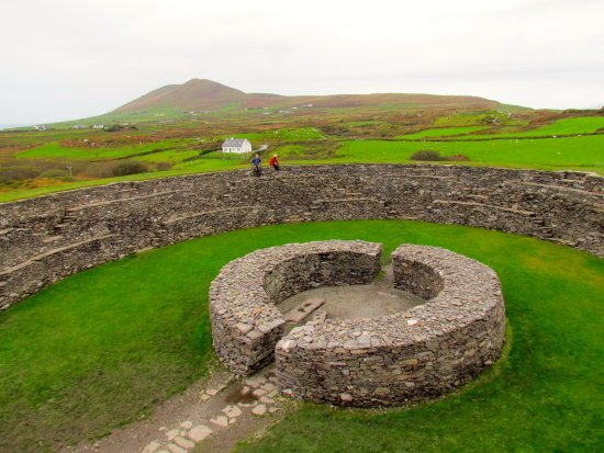 Cahersiveen, Ireland: Stone-walled hut inside the fort