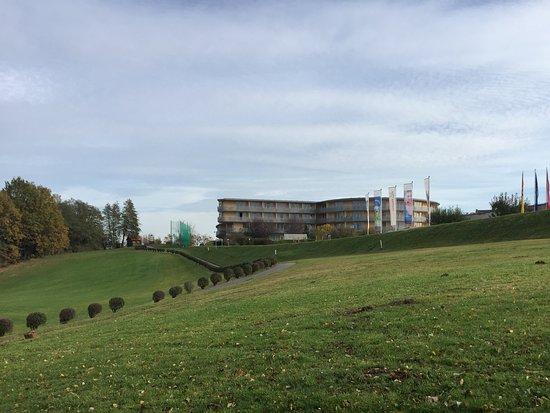 Stegersbach, Austria: vom 1. Grün aus der Blick auf die Residenz