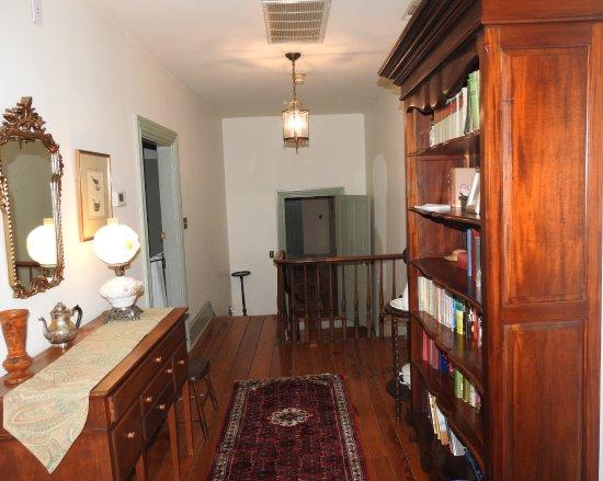 Thomas Shepherd Inn: Upstairs Hallway