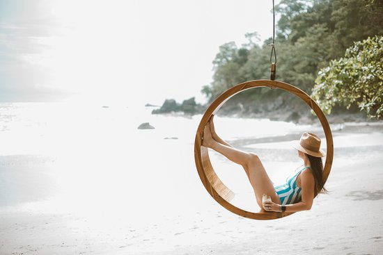 Arenas del Mar Beachfront & Rainforest Resort: don't miss a photo on THE swing