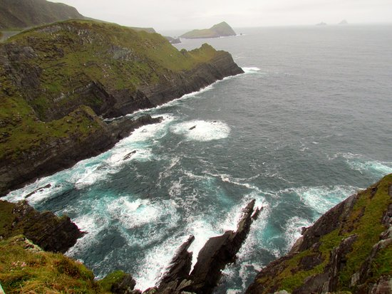 Portmagee, İrlanda: View in the other direction from the cliff top