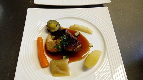 Le Bouche à Oreille Saumur: Magret de canard,sauce miel orange, petits légumes frais