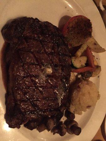 Hugo's Cellar: Rib Eye Steak