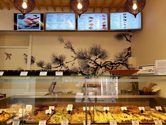 Hennebont, France : Les écrans de commande des plats Japonais (Sushis)