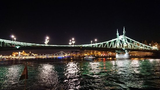 Legenda Sightseeing Boats: Úžasná plavba po Dunaji